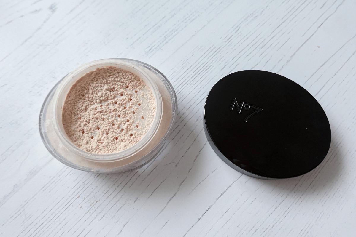 No.7 perfect light setting powder in translucent