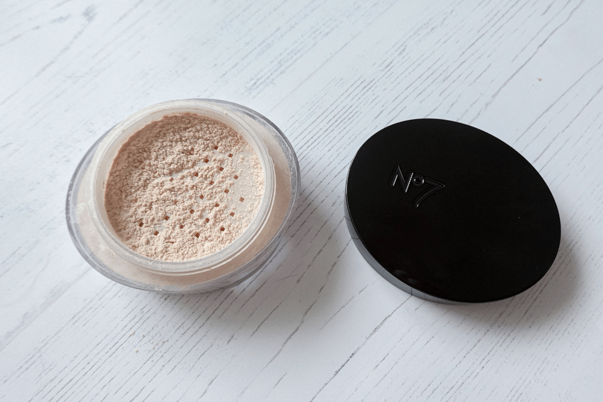 No.7 perfect light setting powder in translucent